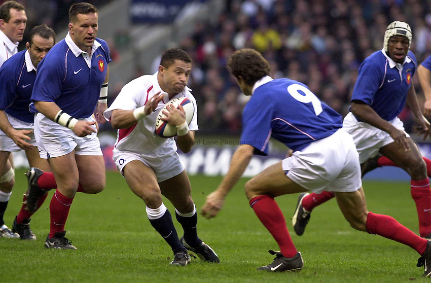 Photo. Mike Brett.England v France at Twickenham. RBS Six Nations Championship. 15/02/2003 .England's try scorer Jason Robinson attacks
