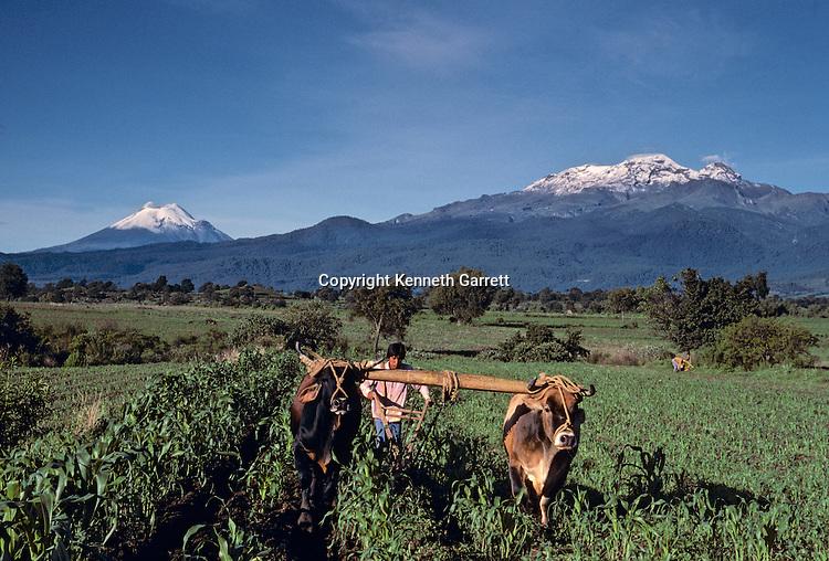 Mexico; Maya; Modern; Daily life; corn; farming; agriculture; plow; volcano; traditional; farmer,Popocatepetl, Iztaccihuatl