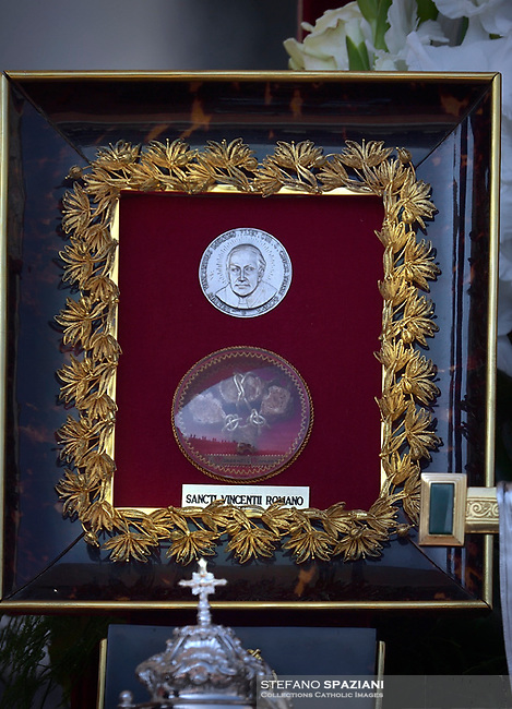 Reliquie of  Salvadoran Archbishop Oscar Romero. Pope Francis presides over a canonization ceremony in St Peter's Square at the Vatican, on October 14, 2018. Pope Francis canonizes two of the most important and figures of the 20th-century Catholic Church, declaring Pope Paul VI and the martyred Salvadoran Archbishop Oscar Romero.