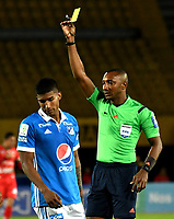 BOGOTA - COLOMBIA - 20 – 05 - 2017: Gustavo Murillo (Der.),  arbitro, muestra tarjeta amarilla a David Silva (Fuera de Cuadro) jugador de Millonarios, durante partido de la fecha 19 entre Millonarios y Patriotas F.C.,  por la Liga Aguila I-2017, jugado en el estadio Nemesio Camacho El Campin de la ciudad de Bogota. / Gustavo Murillo (L), referee, shows yellow card to David Silva (Out of Frame), player of Millonarios during a match of the date 19th between Millonarios and Patriotas F.C., for the Liga Aguila I-2017 played at the Nemesio Camacho El Campin Stadium in Bogota city, Photo: VizzorImage / Luis Ramirez / Staff.
