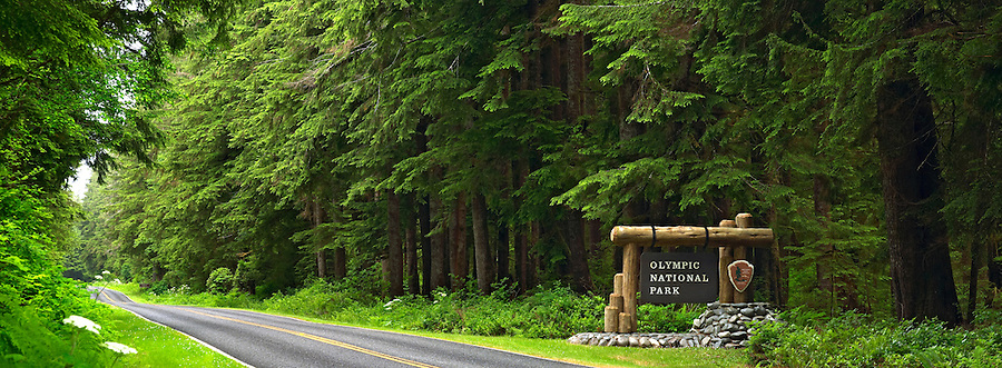 Entrance sign to Olympic National Park at Mora, Olympic Peninsula, Clallam County, Washington, USA