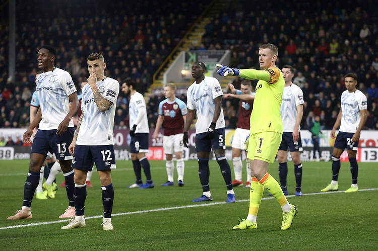 Everton's Jordan Pickford rallies his side ahead of a Burnley free-kick<br /> <br /> Photographer Rich Linley/CameraSport<br /> <br /> The Premier League - Burnley v Everton - Wednesday 26th December 2018 - Turf Moor - Burnley<br /> <br /> World Copyright © 2018 CameraSport. All rights reserved. 43 Linden Ave. Countesthorpe. Leicester. England. LE8 5PG - Tel: +44 (0) 116 277 4147 - admin@camerasport.com - www.camerasport.com