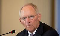 Berlin, Mittwoch (08.05.13), Bundesfinanzminister Wolfgang Schäuble (CDU), spricht bei der Vorstellung der Steuerschätzung der Bundesregierung. Foto: Michael Gottschalk/CommonLens