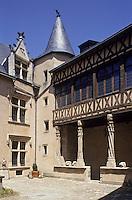 Europe/France/Poitou-Charentes/86/Vienne/Poitiers: L' Hotel Fumé, Cour intérieure abrite la faculté des Sciences humaines et Art