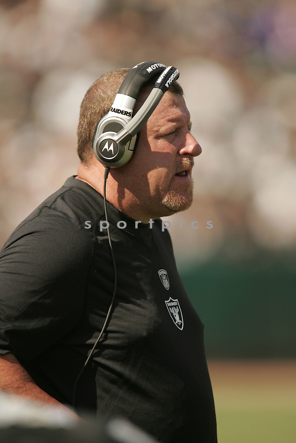 TOM CABLE, of the Oakland Raiders in action during the Raiders game against the Denver Broncos in Oakland, CA, on September 27, 2009.  The Broncos win 23-3.