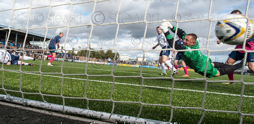 Forfar keeper Rab Douglas can't stop Morton's Reece Hands from scoring their second goal.