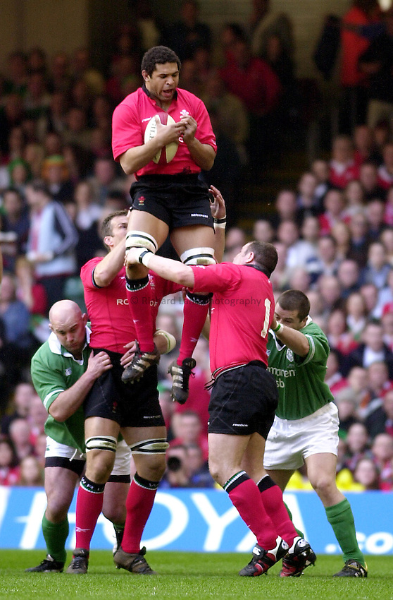 Photo: Greig Cowie.RBS Six Nations Championship. Wales v Ireland 22/03/2003.Colin Charvis wins the ball in the lineout.