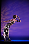 FORAY FORET (1990)<br /> <br /> Chor&eacute;graphie : Trisha Brown<br /> Scenographie et costumes : Robert Rauschenberg<br /> Lumiere : Spencer Brown, Robert Rauschenberg<br /> Compagnie : Trisha Brown Dance Company<br /> Cadre : Festival d'automne &agrave; Paris<br /> Lieu : Th&eacute;&acirc;tre de la Ville<br /> Ville : Paris<br /> Date : 28/10/2013<br /> &copy; Laurent Paillier / photosdedanse.com