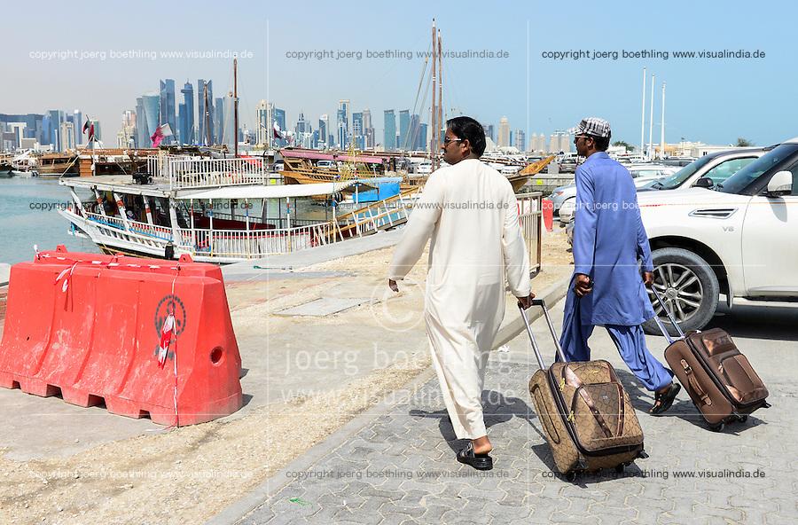QATAR, Doha, skyscraper east bay, migrant worker  / KATAR, Doha, Wolkenkratzer der Eastbay, Gastarbeiter