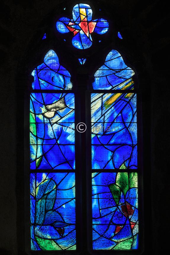France, Corrèze (19), Voutezac, Le Saillant, chapelle du Saillant et vitraux de Marc Chagall, ici vitrail du choeur // France, Correze, stained glass windows by Marc Chagall