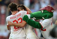 Fussball Europa League Play Offs:  Saison   2012/2013     VfB Stuttgart - Dynamo Moskau  22.08.2012 Jubel nach dem Tor zum 1:0 Tim Hoogland, Vedad Ibisevic und Maskottchen Fritzle  (v. li., VfB Stuttgart)