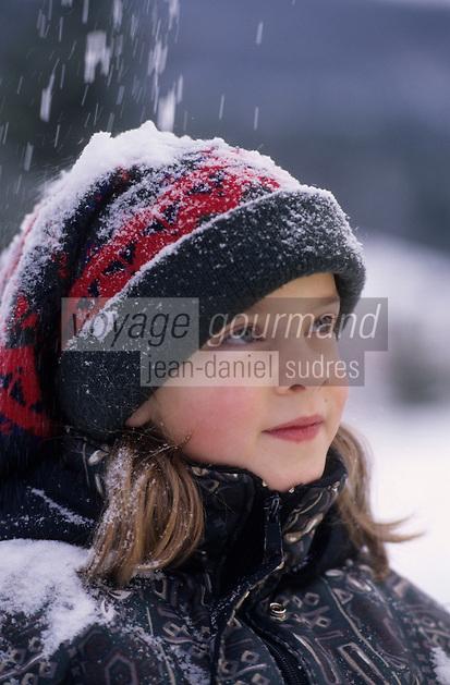 Amérique/Amérique du Nord/Canada/Quebec/Rivière-Eternité : Emilie jeune patineuse [Autorisation : N° 200]