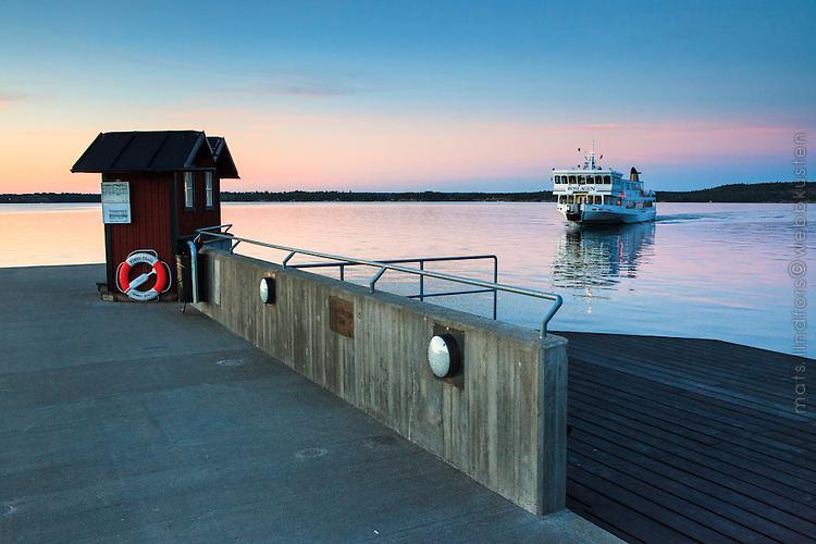 Waxholmsbåten Roslagen vid Erstaviken Tyresö Trintorp