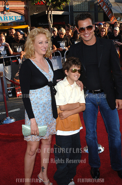 Actress VIRGINIA MADSEN & actor ANTONIO SABATO JR & their son at the special fan screening of War of the Worlds at the Grauman's Chinese Theatre, Hollywood..June 27, 2005 Los Angeles, CA.© 2005 Paul Smith / Featureflash