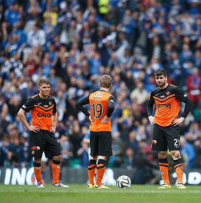 Dundee Utd await the restart after going two goals down