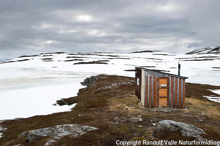 Hytte på Kvaløya i Finnmark. ----- Hut on Kvaløya in Finnmark.