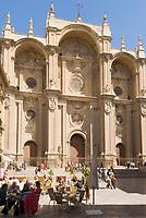 ESP, Spanien, Andalusien, Granada: Cafes auf der Plaza de las Pasiegas vor der Kathedrale   ESP, Spain, Andalusia, Granada: cafes at Plaza de las Pasiegas and cathedral