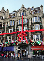 Nederland - Amsterdam - december 2017.  Kerst bij boekwinkel Scheltema aan het Rokin.  Foto Berlinda van Dam / Hollandse Hoogte