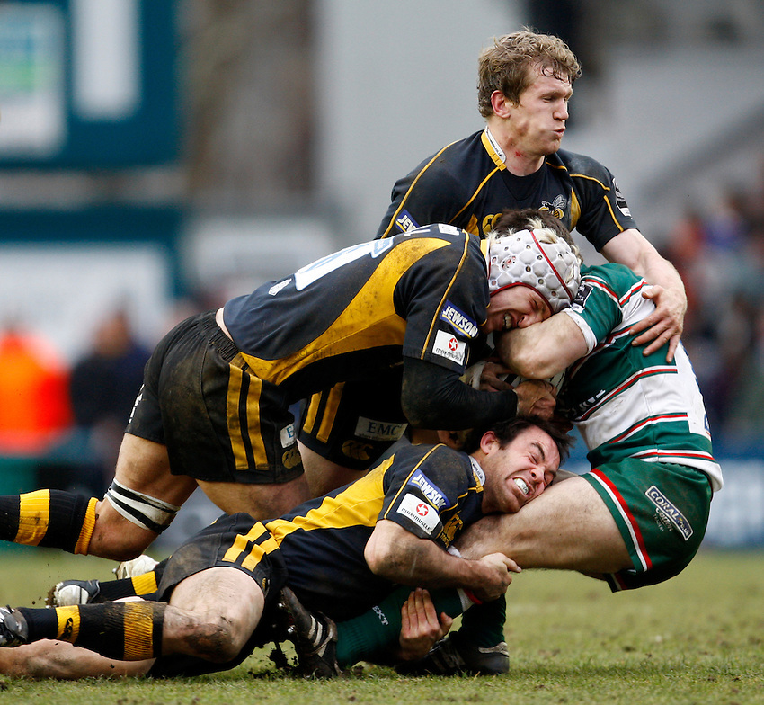 Photo: Richard Lane/Richard Lane Photography..Leicester Tigers v London Wasps. Guinness Premiership. 29/03/2008. Wasps' Tom Rees,  James Haskell and Fraser Waters tackle.
