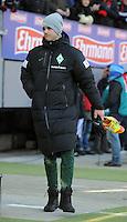 FUSSBALL   1. BUNDESLIGA   SAISON 2011/2012    20. SPIELTAG  05.02.2012 SC Freiburg - SV Werder Bremen Niclas Fuellkrug (SV Werder Bremen) in Winterschuhen und Mantel