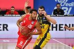 Elias HARRIS (BA),<br /> Aktion,Zweikampf gegen <br /> Nathan BOOTHE (OL).<br /> <br /> Basketball 1.Bundesliga,BBL, nph0001-Finalturnier 2020.<br /> Viertelfinale am 18.06.2020.<br /> <br /> BROSE BAMBERG-EWE BASKETS OLDENBURG,<br /> Audi Dome<br /> <br /> Foto:Frank Hoermann / SVEN SIMON / /Pool/nordphoto<br /> <br /> National and international News-Agencies OUT - Editorial Use ONLY