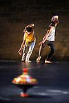 Chorégraphie : Ambra Senatore<br /> Collaboration et interprétation : Matteo Ceccarelli, Elisa Ferrari, Marc Lacourt<br /> Lumières : Fausto Bonvini<br /> Cadre : Festival Uzes danse 2013<br /> Lieu : Jardin de l'Évêché<br /> Ville : Uzes<br /> 15/06/2013<br /> © Laurent Paillier / photosdedanse.com