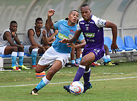 MONTERIA - COLOMBIA, 22-07-2018:  Darwin Lopez (Izq) jugador de Jaguares FC disputa el balón con Edwin Velasco (Der) jugador de Once Caldas durante partido por la fecha 1 de la Liga Águila II 2018 jugado en el estadio Municipal de Montería. / Darwin Lopez (L) player of Jaguares FC vies for the ball with Edwin Velasco (R) player of Once Caldas during a match for the date 1 of the Liga Aguila II 2018 at the Municipal de Monteria Stadium in Monteria city . Photo: VizzorImage / Andres Felipe Lopez / Cont