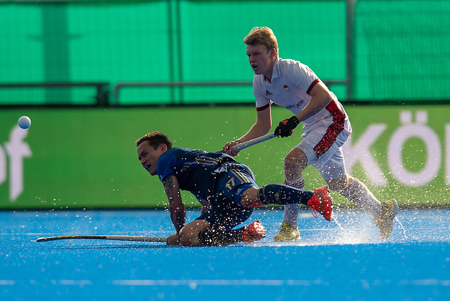Krefeld, Germany, May 18: During the Final4 semi-final fieldhockey match between Rot-Weiss Koeln and Mannheimer HC on May 18, 2019 at Gerd-Wellen Hockeyanlage in Krefeld, Germany. (worldsportpics Copyright Dirk Markgraf) *** Patrick Harris #17 of Mannheimer HC, Thies Ole Prinz #23 of Rot-Weiss Koeln