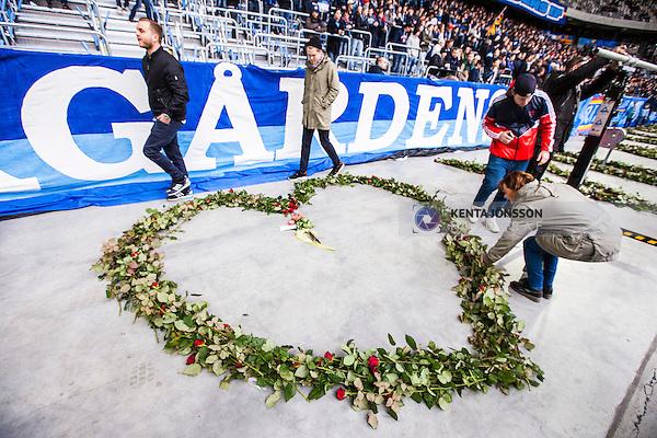 Stockholm 2014-04-06 Fotboll Allsvenskan Djurg&aring;rdens IF - Halmstads BK :  <br /> Djurg&aring;rdens supportrar l&auml;gger rosor nedanf&ouml;r Sofial&auml;ktaren i Tele2 Arena format som ett hj&auml;rta och som en hyllning innan matchen till den Djurg&aring;rdssupporter som avled i samband med den allsvenska premi&auml;ren i Helsingborg<br /> (Foto: Kenta J&ouml;nsson) Nyckelord:  Djurg&aring;rden DIF Tele2 Arena Halmstad HBK supporter fans publik supporters tifo hyllning Myggan Stefan Isaksson<br /> (Foto: Kenta J&ouml;nsson) Nyckelord:  Djurg&aring;rden DIF Tele2 Arena Halmstad HBK