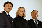 Jil Sander, center, poses with Fast Retailing Chairman and CEO Tadashi Yanai, right, and Vice President Yukihiro Katsuda, left, after a press conference in Tokyo. Fast Retailing Co Ltd on Wednesday announced that it has signed a consulting contract with German luxury brand designer Jil Sander to supervise the company's low-price brand Uniqlo's apparel products.  17 March, 2009. (Taro Fujimoto/JapanToday/Nippon News)