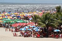 ATENÇÃO EDITOR: FOTO EMBARGADA PARA VEÍCULOS INTERNACIONAIS  - PRAIA GRANDE,SP,18 NOVEMBRO - MOVIMENTAÇÃO PRAIA - Movimentação de bahistas na manhã de hoje na Cidade Ocian na Praia Grande litoral sul de São Paulo.(FOTO: ALE VIANNA -BRAZIL PHOTO PRESS)