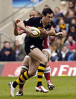 Twickenham, ENGLAND, London Wasps Tom Voyce, slips, Gavin Thomas's tackle during the 2006, Powergen Cup Final between, London Wasps vs Llanelli Scarlets, at the RFU Stadium, ENGLAND, 09.04.2006, 2006, , © Peter Spurrier/Intersport-images.com.   [Mandatory Credit, Peter Spurier/ Intersport Images].