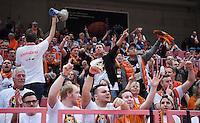 Basketball  1. Bundesliga  2016/2017  Hauptrunde  12. Spieltag  04.12.2016 Walter Tigers Tuebingen - ratiopharm Ulm Ulmer Fans  feiern den Derbysieg im Gaestefanblock der Paul Horn Arena