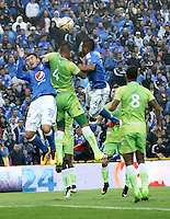BOGOTA - COLOMBIA -21 - 02 - 2016: Chistian Ovelar (Izq) jugador de Millonarios disputa el balón con Leonardo Escorcia (Der) jugador de Jaguares FC, durante partido de la fecha 5 entre Millonarios y Jaguares FC, de la Liga Aguila I-2016, jugado en el estadio Nemesio Camacho El Campin de la ciudad de Bogota.   / Chistian Ovelar (L) player of Millonarios vies for the ball with Leonardo Escorcia (R) player of Jaguares FC, during a match between Millonarios and Jaguares FC, for the date 5 of the Liga Aguila I-2016 at the Nemesio Camacho El Campin Stadium in Bogota city, Photo: VizzorImage / Luis Ramirez / Staff.