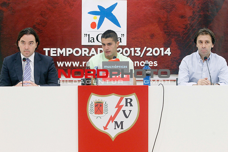 Rayo Vallecano's new player Iago Falque with the President Raul Martin Presa (l) and the General Manager Felipe Minambres (r) during his official presentation. August 22, 2011. Foto © nph / Acero)