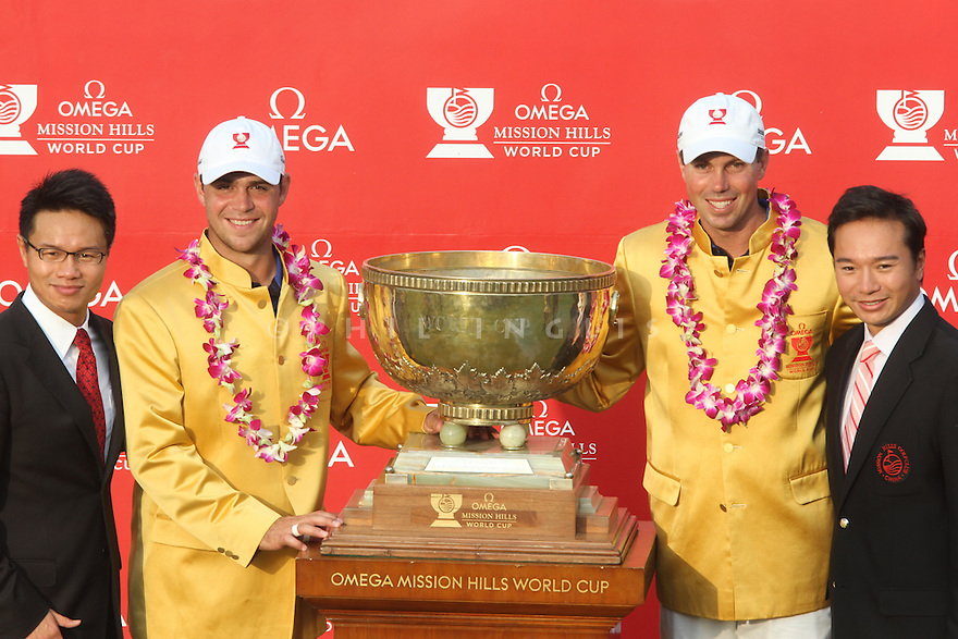 Gary Woodland and Matt Kuchar of USA with The Chu brothers at the closing ceremony of the Omega Mission Hills World Cup played at The Blackstone Course, Mission Hills Golf Club on November 27th in Haikou, Hainan Island, China.( Picture Credit / Phil Inglis )
