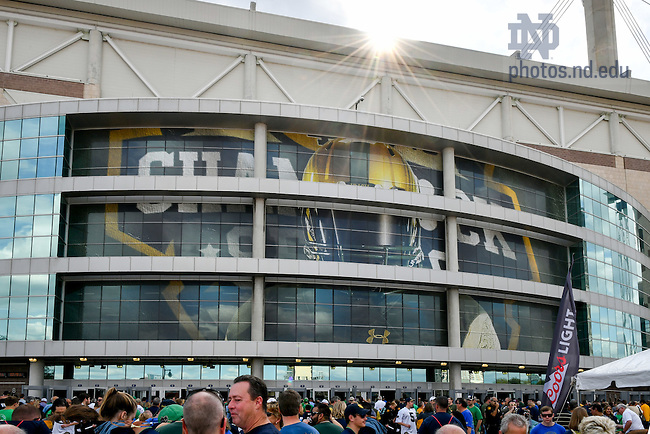 November 12, 2016; Fans enter the Alamodome before the 2016 Shamrock Series game. (Photo by Matt Cashore)
