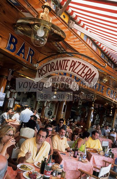 """Europe/Italie/Côte Amalfitaine/Campaie/Positano : A la terrasse de """"Chez Black"""" via del Brigantino sur le front de mer"""