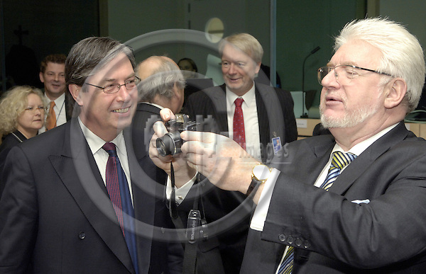 Brussels-Belgium - 07 November 2006---European Ministers in charge of Employment / Labour meet for an extraordinary Council session to review the current 'working time directive'; here, Gerd ANDRES (ri), Parliamentary State Secretary to the Federal Minister for.Economic Affairs and Labour of Germany, preparing his digital camera---Photo: Horst Wagner/eup-images