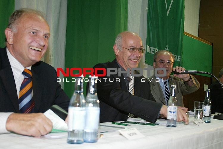 Mitgliederversammlung SV Werder Bremen<br /> Juergen L. Born (links), Klaus-Dieter Fischer (Mitte) und Manfred Mueller (rechts).<br /> Foto &copy; nordphoto <br /> <br />  *** Local Caption *** Foto ist honorarpflichtig! zzgl. gesetzl. MwSt.<br />  Belegexemplar erforderlich<br /> Adresse: nordphoto<br /> Georg-Reinke-Strasse 1<br /> 49377 Vechta