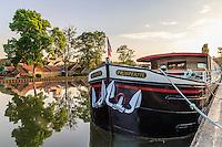 France, Côte-d'Or (21), Vandenesse-en-Auxois, le canal de Bourgogne, le port fluvial // France, Cote d'Or, Vandenesse-en-Auxois, the Burgundy Canal, the river port