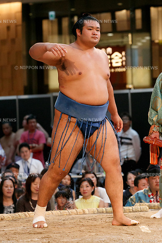 Sumo wrestler Chiyonokuni Toshiki participates in a special Grand Sumo Tournament held in the KITTE commercial complex located in front of Tokyo Station on August 27, 2017, Tokyo, Japan. Hakkiyoi KITTE is a sumo themed event where wrestlers take part in a special tournament to promote the culture of sumo wrestling. (Photo by Rodrigo Reyes Marin/AFLO)