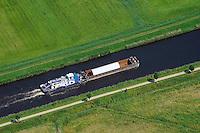 Binnenschiff auf dem Elbe Luebeck Kanal: EUROPA, DEUTSCHLAND, SCHLESWIG- HOLSTEIN,  (GERMANY), 10.07.2014: Binnenschiff auf dem Elbe Luebek Kanal, ein Schubschiff die Orien 2 vom Greifswalder Wiek schiebt eine Schute mit einem grossen Rohr als Ladung in Richtung Sueden