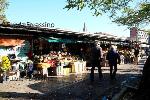 Milano 5 novembre 2013_ Il mercato comunale della Darsena lato via Gorizia<br /> Market