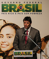 SAO PAULO, SP, 22.08.2013 - FIES - DILMA ROUSSEFF - Fernando Haddad prefeito de Sao Paulo durante cerimonia de anuncio de 1 milhão de contra firmados com o FIES no teatro do SESC Vila Mariana na regiao sul de Sao Paulo, nesta quinta-feira, 22. (Foto: William Volcov / Brazil Photo Press).