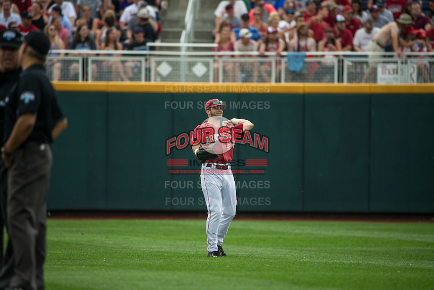 Andrew Benintendi (16) of the Arkansas Razorbacks throws during a game between the Virginia Cavaliers and Arkansas Razorbacks at TD Ameritrade Park on June 13, 2015 in Omaha, Nebraska. (Brace Hemmelgarn/Four Seam Images)