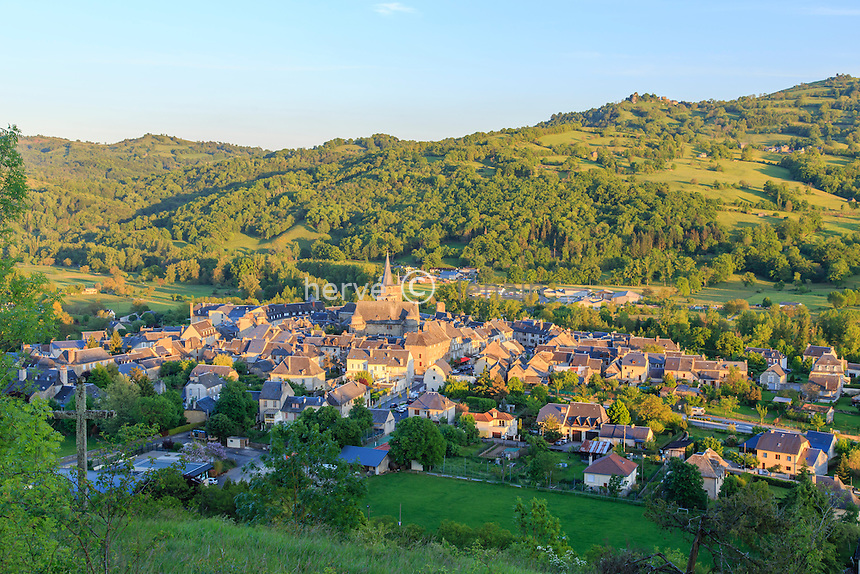 France, Aveyron (12), Saint-Côme-d'Olt, labellisé Les Plus Beaux Villages de France, le village le soir // France, Aveyron, Saint Come d'Olt,labelled Les Plus Beaux Villages de France (The most beautiful villages of France), the village in the evening