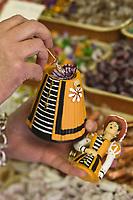 Europe/France/Nord-Pas-de-Calais/59/Nord/Douai: chez Gayant Gourmand  Confiseur - Madame Gayant Madame Gayant , aussi connue sous le nom de Marie Cagenon, Géant  de Douai  sous la forme de bonbonnière
