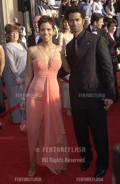 HALLE BERRY & ERIC BENET at the 9th Annual SCREEN ACTORS GUILD AWARDS in Los Angeles..March 9, 2003..© Paul Smith / Featureflash