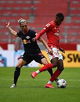24th May 2020, Opel Arena, Mainz, Rhineland-Palatinate, Germany; Bundesliga football; Mainz 05 versus RB Leipzig;  Kevin Kampl (RB Leipzig) held off by Edimilson Fernandes (FSV Mainz 05)